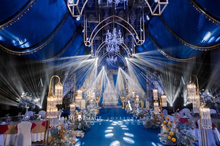 深蓝色欧式城堡婚礼,金色的奢华点缀