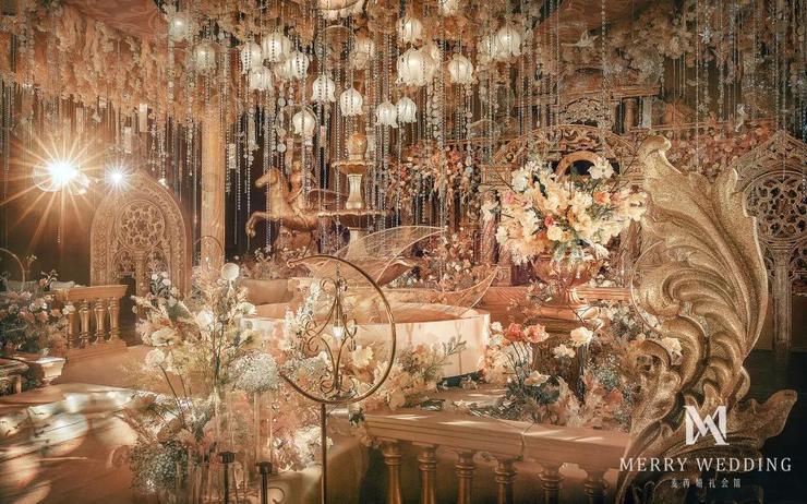 以欧洲古典主义建筑风格为灵感的金色城堡婚礼