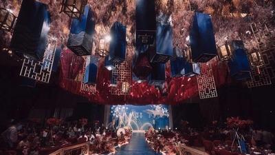 红蓝撞色的新中式婚礼,邂逅现代中国风