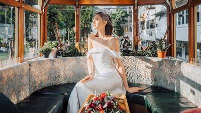 为现代时尚新娘而设的18件极简婚纱精选