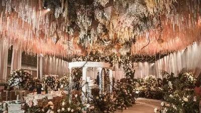 用鲜花堆满的婚礼,是欧式宫廷风,也是兵哥哥的简单直接