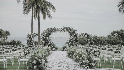 一见钟情再见倾心,这场白绿色的户外婚礼,竟然配了的中式晚宴