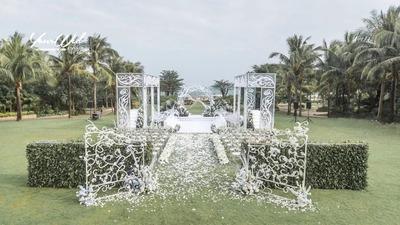 白色的纯洁,绿色的生机,构成富有层次感的婚礼