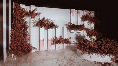 爬在白墙上的玫瑰,正红和纯白的婚礼,你是我唯一的定数