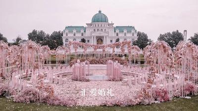 双鱼之恋,把布达佩斯大饭店搬进粉色的海洋里