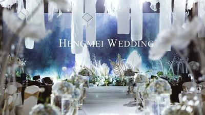 蓝色和白色的自有婚礼,羽毛纷飞的纯洁氛围