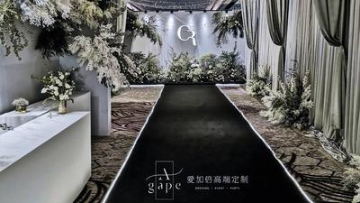 用两种色彩回归庄重优雅的纯净感,白绿色系婚礼