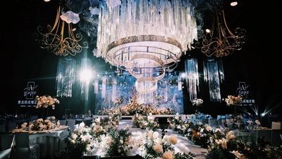 一场神秘又梦幻的蓝色婚礼背后,原来都用了这些元素