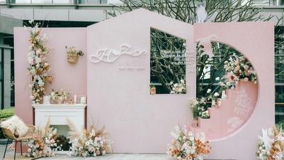一场粉红色的户外婚礼