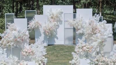 初夏的户外婚礼——阳光、草坪、夏天的风和