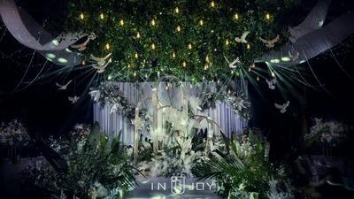 白鸽飞过婚礼,森林也是必备,一场森系婚礼