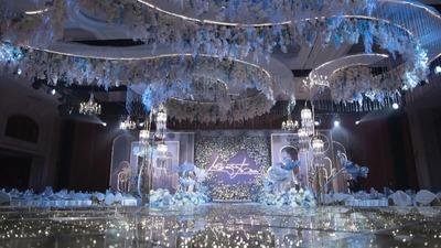 白色和灰蓝色的婚礼