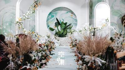 我想在这样的季节举行婚礼,想看冬雪冻得新芽冒出头,白绿色泼墨婚礼