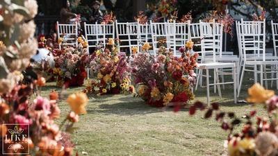 """一场草坪上的""""初心""""婚礼"""