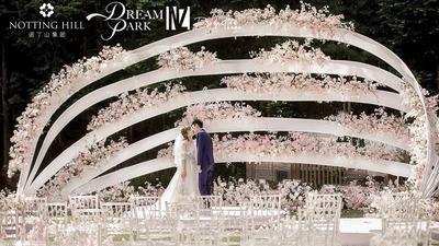 粉色草坪婚礼