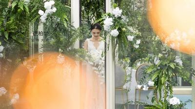 藏在艺术画廊里的玻璃婚礼