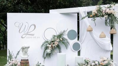 一场简约又精致的白绿户外婚礼