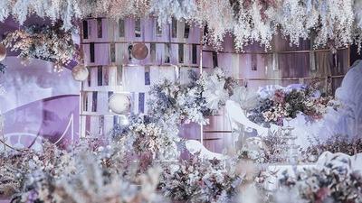 淡紫色的花路婚礼,满天星光投在深蓝里
