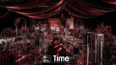 浓烈的红色婚礼,可甜可咸的红黑金的复古婚礼