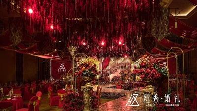 华丽壮美的婚礼现场犹如宫殿,红金色的庄严大气