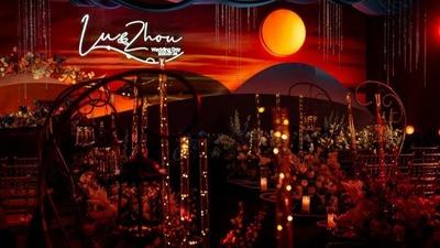 红色和橙色的温暖,一场在夕阳中的温暖婚礼