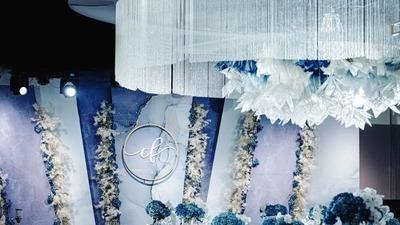 充满梦幻气质的蓝色婚礼,舒适明亮的极简风