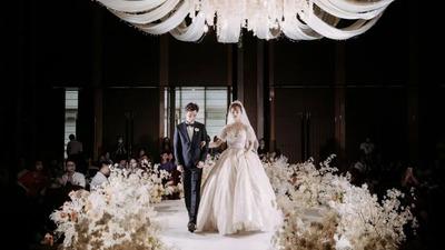简单干净但富有质感,一场气质温柔的香槟粉色婚礼