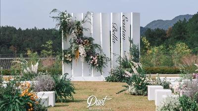 一场繁花烂漫的户外草坪婚礼