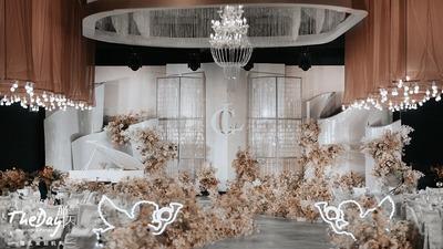 灰粉色与灰褐色碰撞,一场充满浪漫气息的婚礼