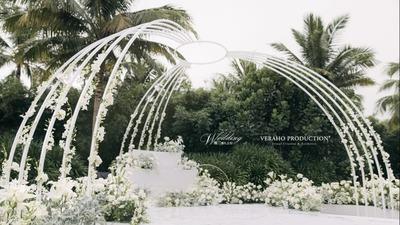 一场极具空间感的白色系婚礼