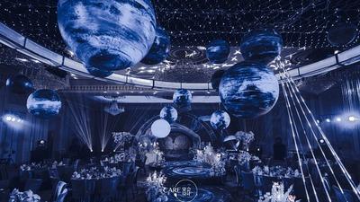 星空蓝搭配银色,一场漫游银河系的婚礼