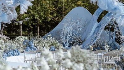 浅蓝色草坪婚礼