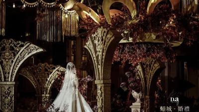 红色与金色相互交织,一场华丽的凡尔赛风格婚礼