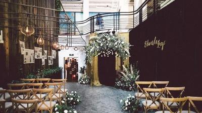 小型精致的复古餐厅婚礼