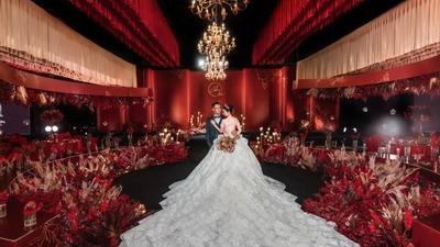 浓墨重彩的红金色系婚礼
