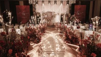 有着浓郁质感的红金色系婚礼