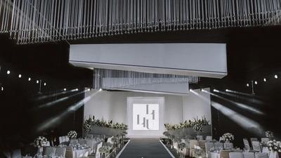 白绿色系的极简秀场风婚礼