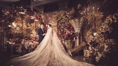 勃艮第红+鎏金色的复古宫廷风婚礼