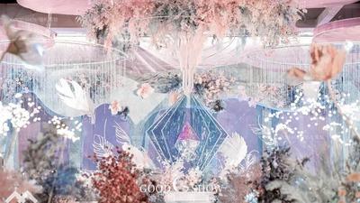 梦幻的马卡龙粉与莫兰迪蓝,一场以羽毛元素为主题的婚礼