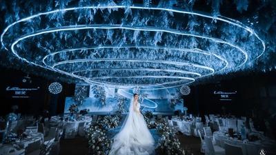 以莫比乌斯环为设计灵感的渐层次蓝色系婚礼