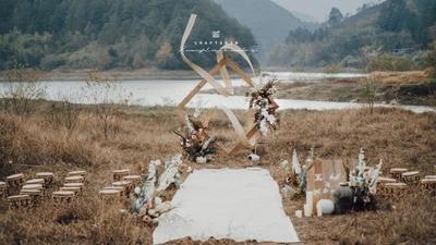 打破了框架拘束感的水库目的地婚礼