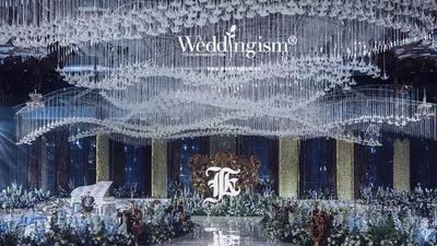 当宝石蓝的静谧邂逅黄铜的典雅,这场浪漫的婚礼应运而生