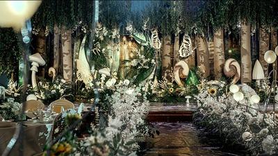 明黄与清新绿相搭配,一场仿若置身于奇妙森林的婚礼