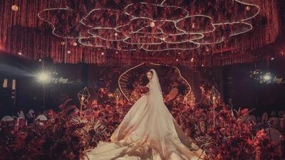 沉着迷人而又深情热烈的红色系婚礼