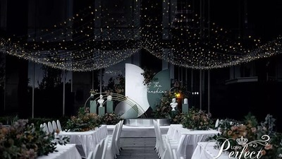 森林绿搭配纯白色,一场简约的现代风婚礼