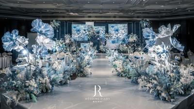 凸显出高级质感的藏蓝色系油画风婚礼