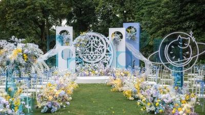 以蓝色系为主色调的通透感草坪婚礼