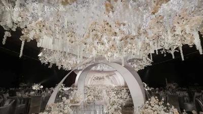 用层次错落分明的设计,营造出一场纯粹而又温馨的婚礼