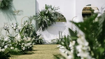 简约而自然的白绿色系户外婚礼