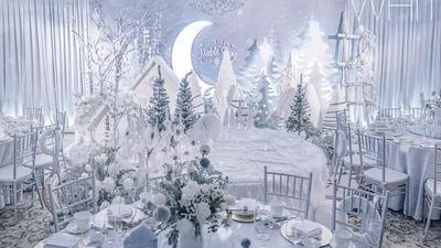 用白色城堡及冰雪元素,展现了一场纯净雪地的宝宝宴